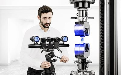 ARAMIS system from GOM - Picture credits: GOM GmbH