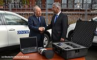 Handover of VarioCAM® HD head security series - Picture Credits: © Deutsche Botschaft Kiew