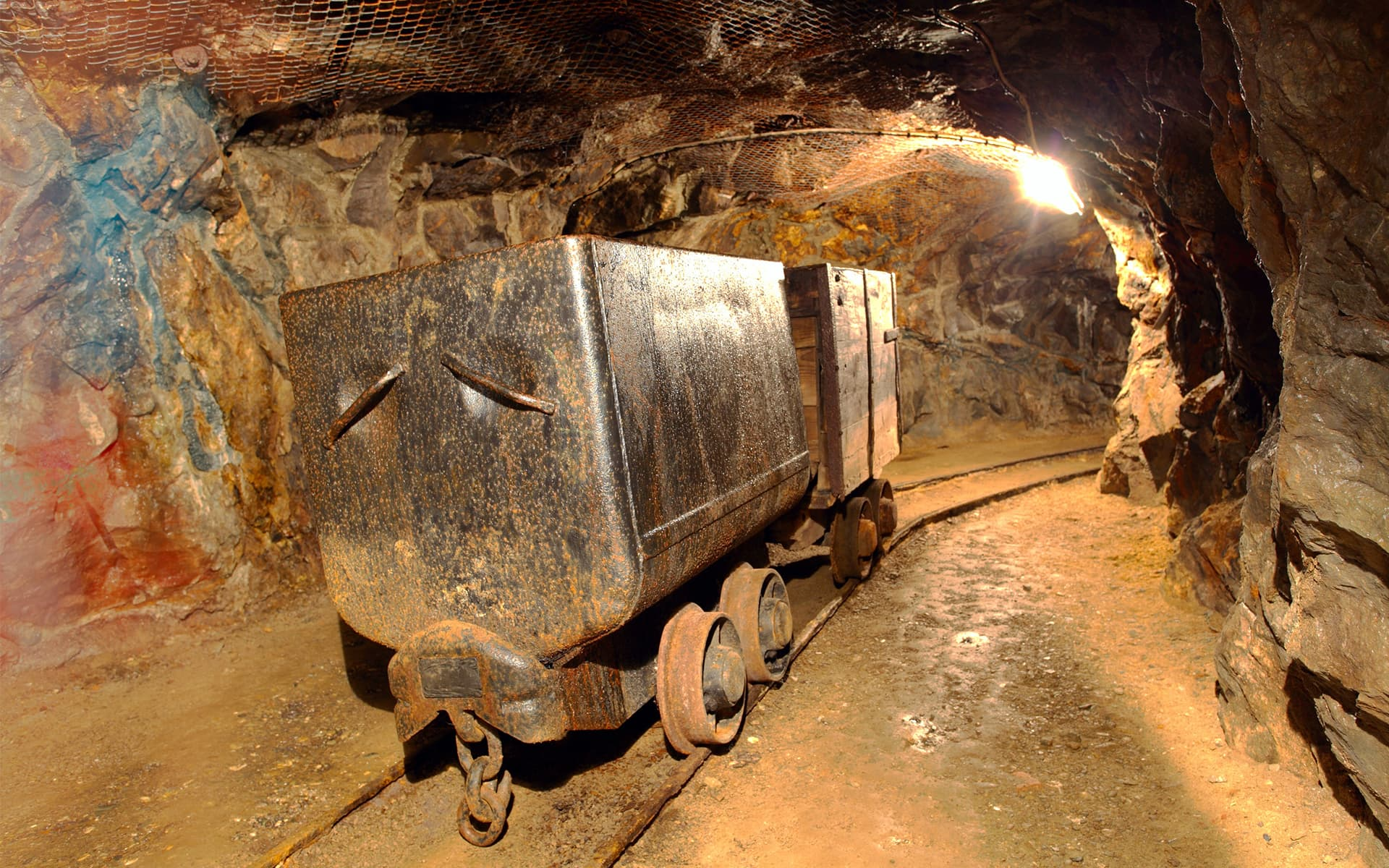 Safety in Mines - Picture Credits: © TTStudio / Fotolia.com