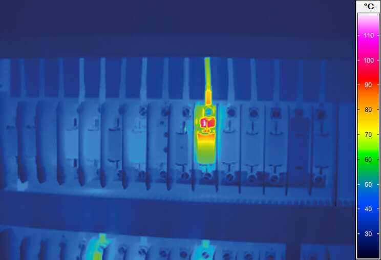 Thermographic inspection of a control cabinet