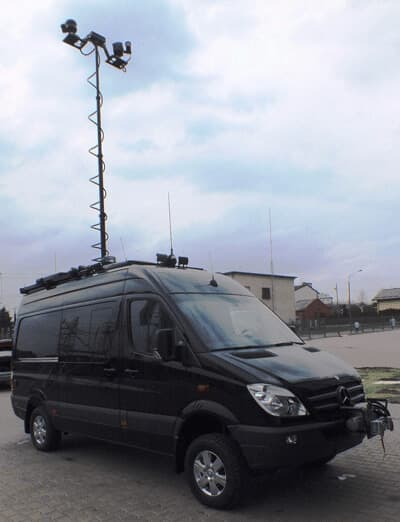 Vehicle-bound mobile surveillance solution with VarioCAM® hr head 600