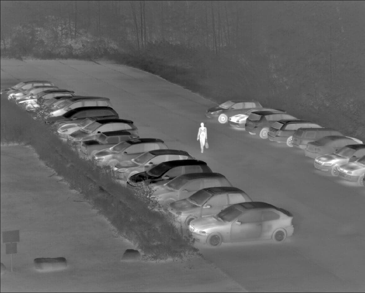 thermography of a parking space with VarioCAM HD head security